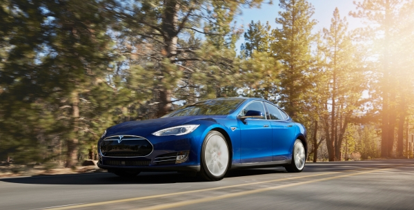 Tesla Model S in Ocean Blue