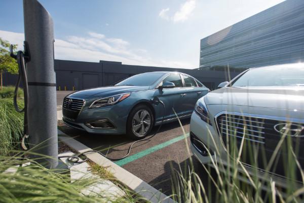 Hyundai Sonata Plug-in Hybrid beim Laden
