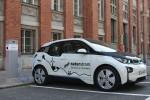 BMW i3 lädt Naturstrom an der ersten Ladesäule des Berliner Modells