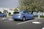 Toyota Prius Plug-In Hybrid an der Ladestation