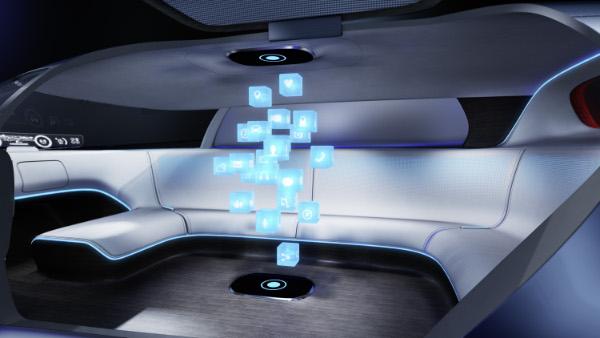 Mercedes-Benz Vision Tokyo mit Hologrammen