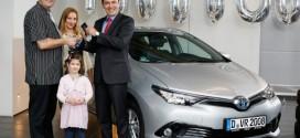 Einmillionstes Hybridfahrzeug in Europa geht an einen deutschen Kunden