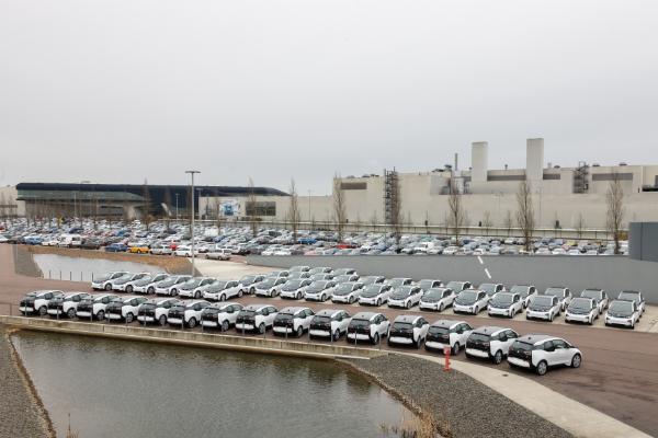 50 BMW i3 vor der Auslieferung an die Stadt Leipzig