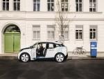 DriveNow BMW i3 mit Ladesäule