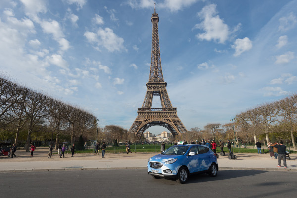 hype - Hyundai ix35 Fuel Cell Taxi in Paris