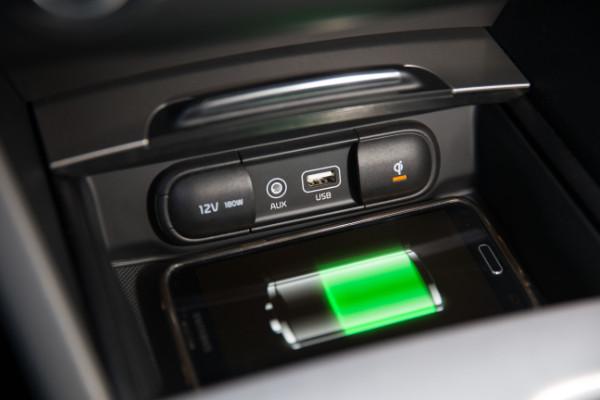 Kia Optima Plug-In-Hybrid - Kabelloses Smartphone Laden