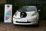 Nissan Leaf Elektroauto beim Laden