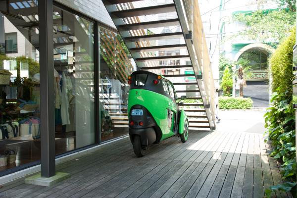 Toyota i-ROAD: Vorteil des geringen Platzbedarfs