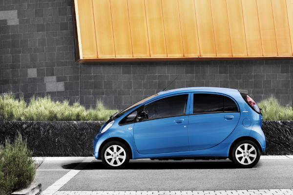 Peugeot i0n Elektroauto