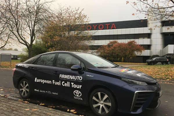 Toyota Mirai auf der European Fuel Cell Tour