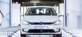 Automobilhersteller Volkswagen präsentiert neuen e-Golf