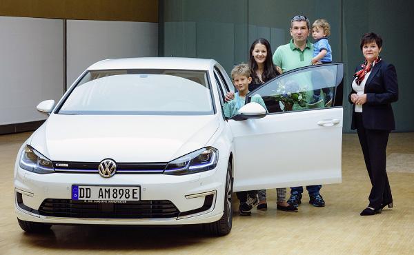 Erster VW e-Golf in Dresden übergeben