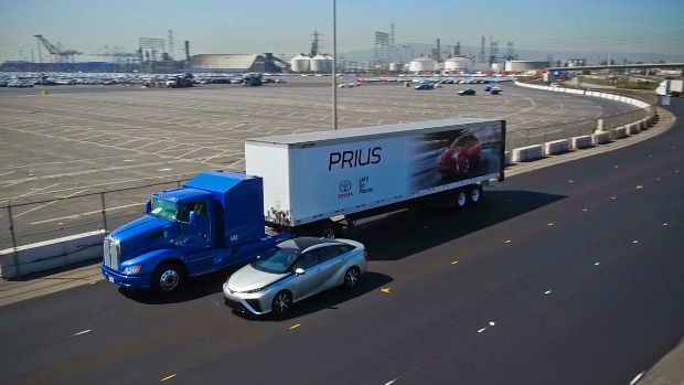 Brennstoffzellen-Lkw und Toyota Mirai