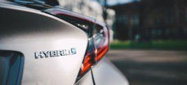 Neuer Toyota Auris kommt erstmals mit zwei Hybridantriebs-Varianten