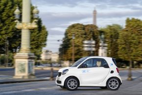Im Januar 2019 startet car2go in Paris mit 400 smart EQ fortwo Elektroautos