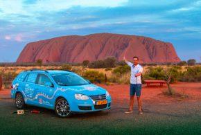 Holländischer E-Auto-Fahrer erreicht nach 961 Tagen und 80000 km den Uluru in Australien