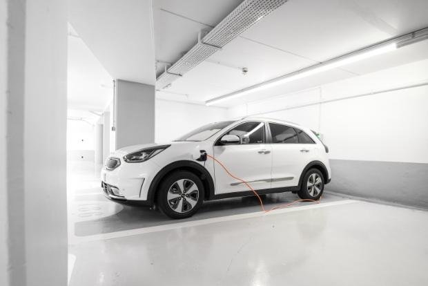 Kia Niro Plug-in Hybrid beim Laden