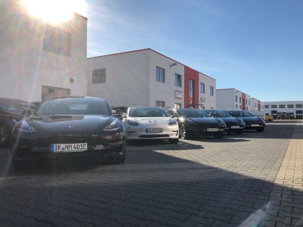 Erste vier Tesla Model 3 für nextmove