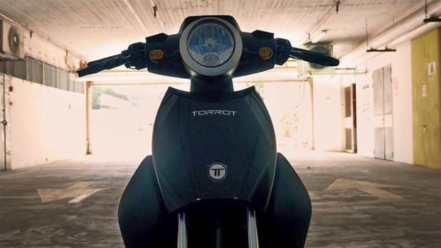 Torrot Elektro-Motorroller mit StoreDot Batterie lädt in 5 Minuten