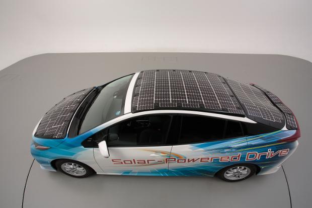 Toyota Prius Plug-In-Hybrid mit Solarzellen auf der Karosserie