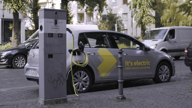 WeShare VW Elektro-Golf beim Laden