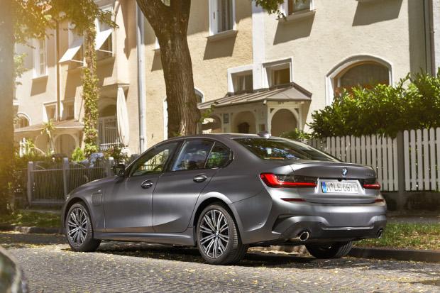 2019er BMW 330e Limousine