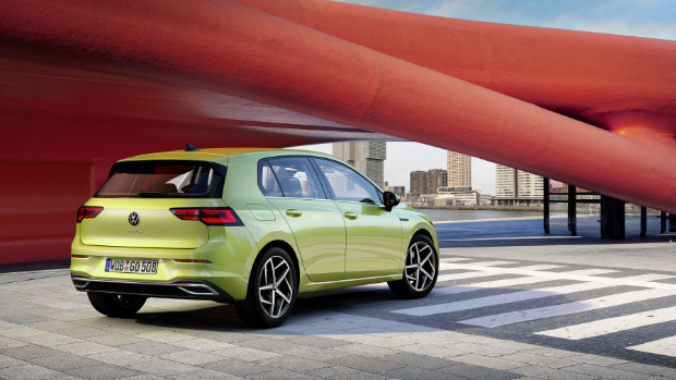 VW Golf 8 eTSI Hybrid