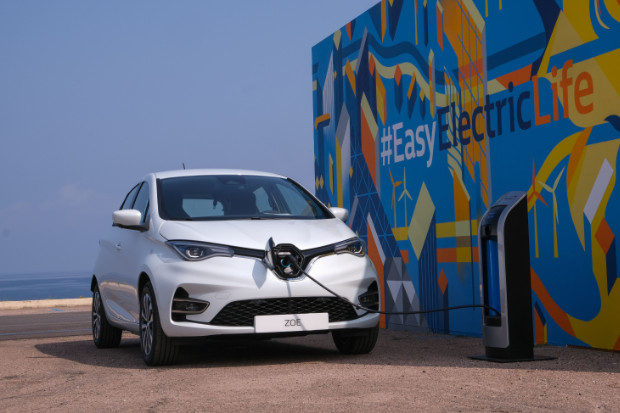 Renault ZOE Elektroauto an der Ladestation