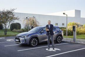 Goldenes Lenkrad für die 10-Jahres-Akku-Garantie des Lexus UX 300e