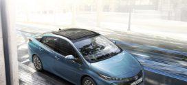 Solardach auf dem Toyota Prius Plug-in Hybrid für bis zu 1000 Zusatzkilometer