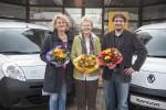 Erste Renault Elektroautos an karitative Organisationen übergeben: v.l.n.r., Dorothee Widdel (AfW), Helga Christensen (Bürgerinitiative Raschplatz, 1. Vorsitzende), Eberhard Irion (StadtteilGärten Hannover)