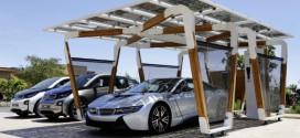 Nachhaltiges Laden des Plug-In-Hybrid-Sportwagen BMW i8 – dank Solar-Carport