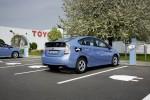 Toyota Prius Plug-In Hybrid an der Ladestation