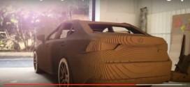 Unglaublich: Ein Lexus IS mit Elektromotor aus Karton