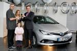 Einmillionster Toyota Hybrid in Europa geht an deutschen Kunden