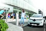 Elektroauto Renault ZOE an einer Ladestation