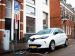 Renault ZOE in den Niederlanden an einer Ladestation